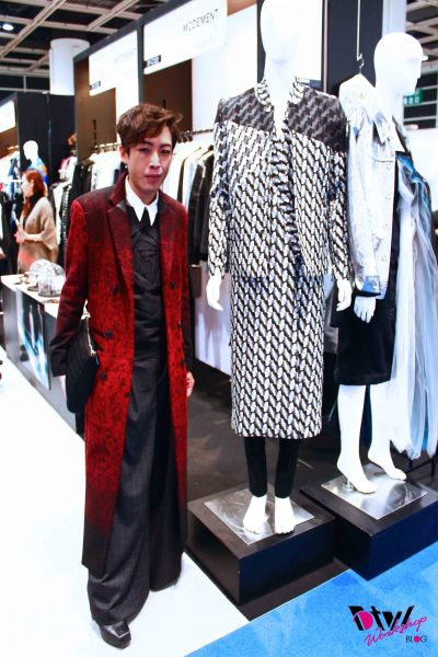 Just like last year, the outfit next to me will very likely be what I will be wearing in HKFW16 ^^. (my outfit was on the same mannequin in the same booth last year lol)